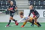 AMSTELVEEN - Noor Omrani (DenBosch) met rechts Melanie van Rijn (Adam)  tijdens de hoofdklasse hockeywedstrijd dames,  Amsterdam-Den Bosch (1-1).   COPYRIGHT KOEN SUYK