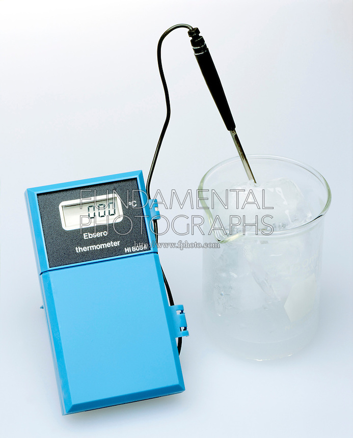 ICE IN WATER: THERMOMETER READS 0.0' CELSIUS<br />