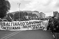 Manifestazione nazionale dei movimenti per il diritto all'abitare, ad un lavoro ed una migliore dignità sociale. Durante la manifestazione scontri tra la polizia ed i manifestanti - National demonstration of the movements for the right to housing, a job and a better social status. During the demonstration clashes between police and protesters.
