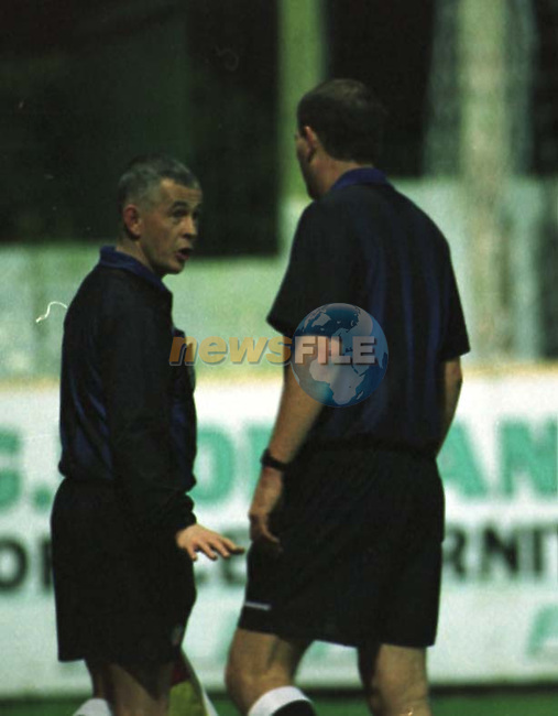 THE REFEREE AT THE DROGHEDA UNITED V DERRY CITY MATCH IN UNITED PARK TALKS TO HIS LINES MAN BEFORE SENDING UNITED'S PLAYER MANAGER OFF...PIC: FRAN CAFFREY NEWSFILE