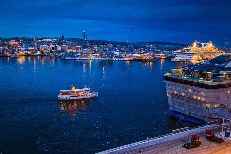 Fartyg vid Stadsgården Stockholm vinter