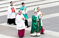 Papa Francesco celebra una messa con i catechisti in Piazza San Pietro, Citta' del Vaticano, 29 settembre 2013.<br /> Pope Francis celebrates a mass with catechists in St. Peter's Square, Vatican, 29 September 2013.<br /> UPDATE IMAGES PRESS/Riccardo De Luca<br /> <br /> STRICTLY ONLY FOR EDITORIAL USE