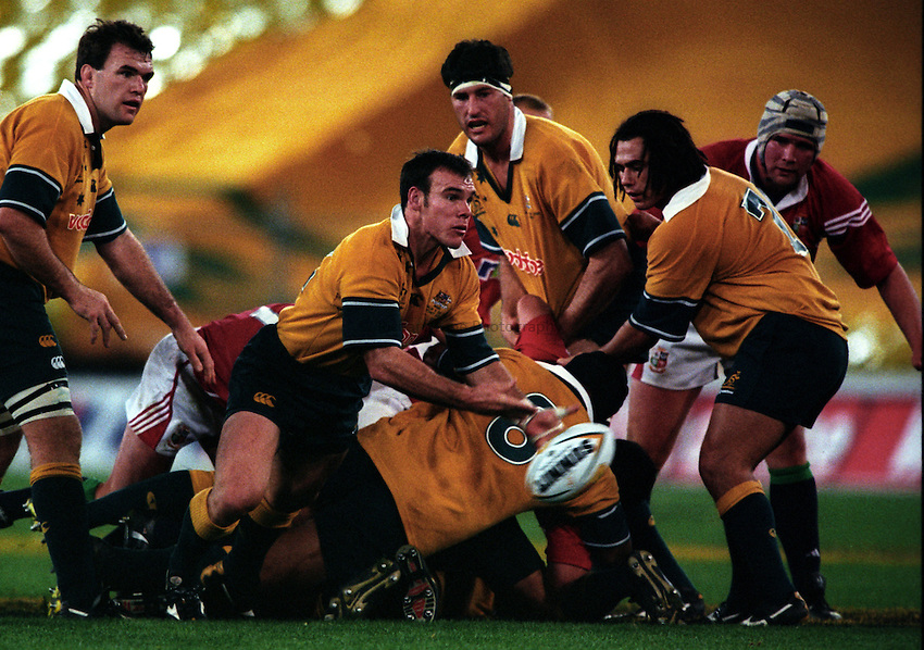 Photo. Richard Lane. .Australia v Bristish and Irish Lions. Lions Tour 2001 to Australia. Third Test at the Stadium Australia, Sydney, Australia. 14/7/2001..Joe Roff passes..