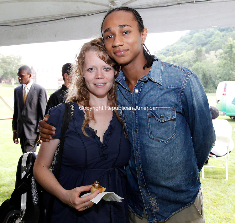 Kent, CT- 05, August 2011-080511CM09 SOCIAL MOMENTS: L-R Caroline Davis and Zwelakhe Bell Le Pere, Faculty at the Litchfield Jazz Camp, at the gala during the 16th annual Litchfield Jazz Festival Friday night at the Kent School.       Christopher Massa Republican-American