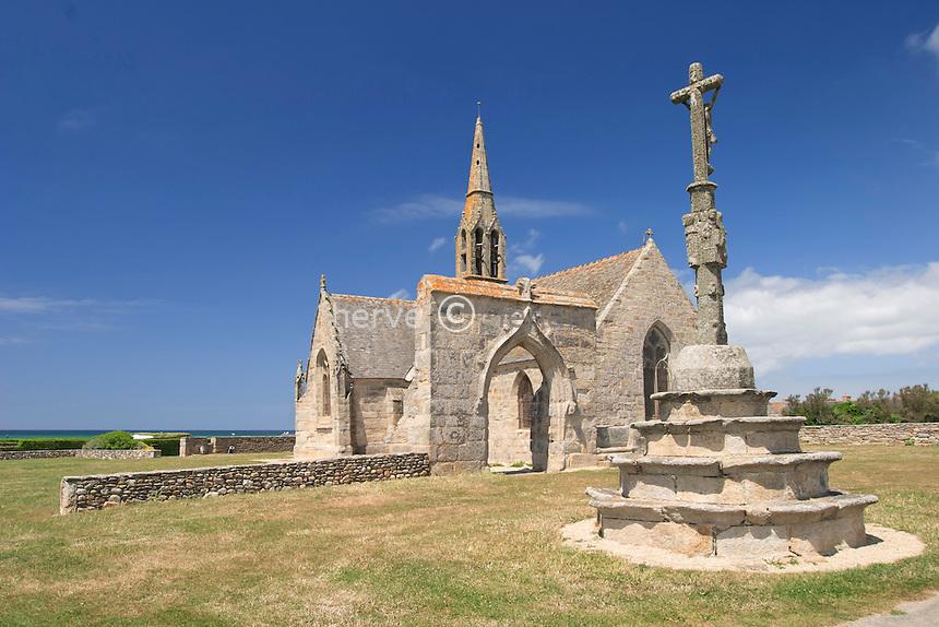 France, Finistère (29), Penhors, la chapelle de Penhors et le calvaire // France, Finistere, Penhors, chapel of Penhors and the calvary