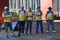 SÃO PAULO, SP, 12 DE SETEMBRO DE 2013 - GREVE CORREIOS - Funcionários dos Correios se concentram, no vão livre do MASP, Avenida Paulista, para passeata, na tarde desta quinta feira. Os funcionários estão em greve por melhorias salariais e nas condições de trabalho. . FOTO: ALEXANDRE MOREIRA / BRAZIL PHOTO PRESS