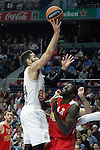 Real Madrid's Jeffery Taylor (l) and Olympimpiacos Piraeus' Othello Hunter during Euroleague match. January 28,2016. (ALTERPHOTOS/Acero)
