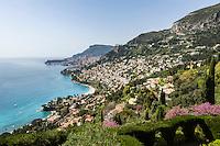 France, Provence-Alpes-Côte d'Azur, Roquebrune-Cap-Martin: View along Roquebrune Bay to Monte Carlo | Frankreich, Provence-Alpes-Côte d'Azur, Roquebrune-Cap-Martin: Blick ueber Roquebrune Bucht nach Monte Carlo