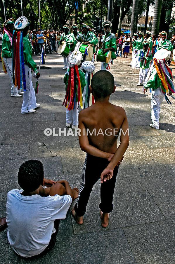 Menores de rua na Praça da Sé. São Paulo. 2006. Foto de Juca Martins.