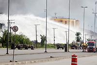 SANTOS – 09.04.2015 – INCÊNDIO ULTRACARGO – ALEMOA –SANTOS<br /> <br /> O incêndio que começou na sexta-feira (02-04) pela manhã, na empresa Ultracargo, situada no bairro da Alemoa em Santos/SP, atinge seu oitavo dia. Por volta das 10h da manhã de hoje o fogo foi controlado. Os bombeiros continuam trabalhando exaustivamente no resfriamento dos demais tanques.<br /> <br /> Foto: Flavio Hopp/Brazil Photo Press