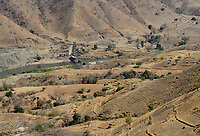 ETHIOPIA, Tigray, road in highland, river Tekeze / AETHIOPIEN, Tigray, Bergstrasse im Hochland, Bruecke ueber den Fluss Tekeze