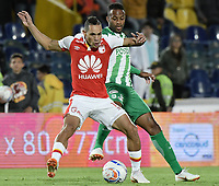 BOGOTÁ - COLOMBIA, 28-07-2018: Anderson Plata (Izq.) jugador de Santa Fe disputa el balón con Reinaldo Lenis (Der.) jugador del Nacional durante el encuentro entre Independiente Santa Fe y Atlético Nacional por la fecha 2 de la Liga Águila II 2018 jugado en el estadio Nemesio Camacho El Campin de la ciudad de Bogotá. / Anderson Plata (L) player of Santa Fe struggles for the ball with Reinaldo Lenis (R) player of Nacional during match between Independiente Santa Fe and Atletico Nacional for the date 2 of the Aguila League II 2018 played at the Nemesio Camacho El Campin Stadium in Bogota city. Photo: VizzorImage/ Gabriel Aponte / Staff