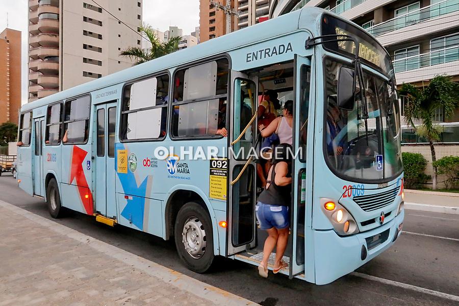 Transporte onibus, bairro Meireles, Fortaleza, Ceara. 2018. Foto de Juca Martins