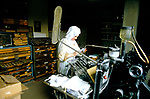 CLOSED ORDER, ROMAN CATHOLIC NUNS, POOR CLARES, HERTS, 1989 SISTER HILARY WHO IS A NOVICE, IN THE PRINTING ROOM