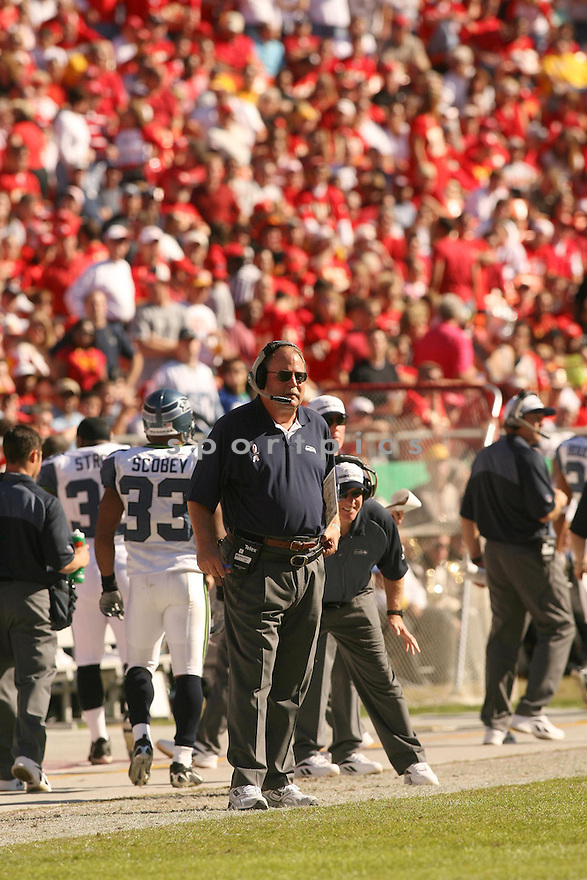 HEAD COACH MIKE HOLMGREN, of the Seattle Seahawks in action against the Kansas City Chiefs on October 29, 2006 in Kansas City, MO...Chiefs win 35-28..Kevin Tanaka/ SportPics