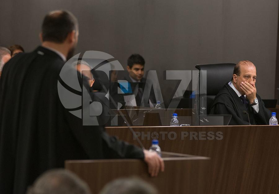 BRASILIA, DF, 07.10.2015 - TCU-CONTAS -  O ministro  Augusto Nardes (D), durante sessão para análise das contas públicas do Governo da presidente Dilma Rousseff de 2014,na sede do Tribunal de Contas da União em Brasilia nesta quarta-feira, 07.(Foto:Ed Ferreira / Brazil Photo Press)