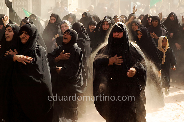 Women parade on the brake of Ashura day. Karbala, Iraq.<br />