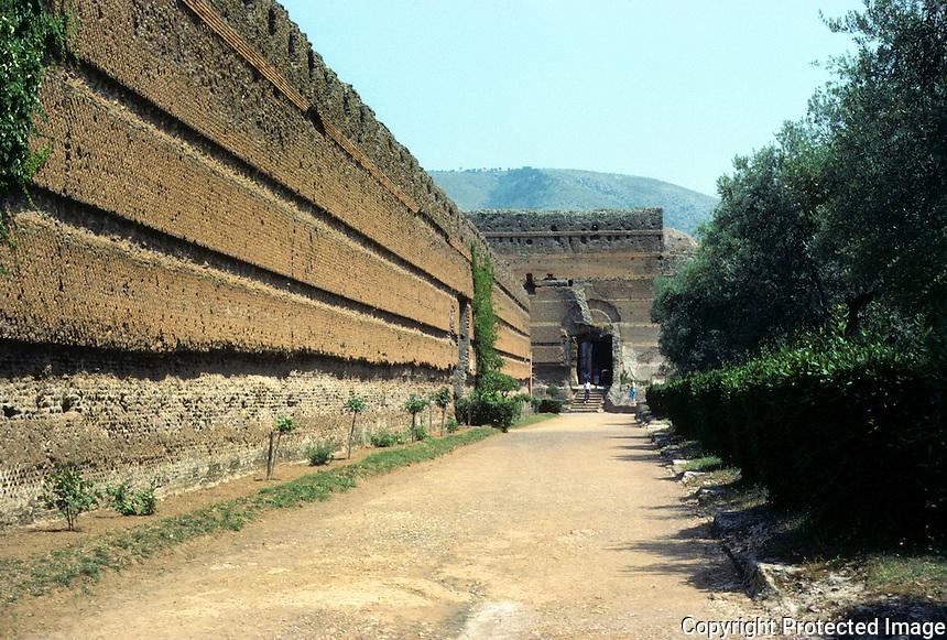 """Italy: Tivoli--Hadrian's Villa. Wall next to """"Pecile"""", looking toward """"Philosopher's Hall"""".  Photo '83."""