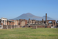 Forum, Pompeii, Italy, 2nd century BC,surrounded by two-storey colonnaded porticoes with Doric columns. To the right is the Temple of Jupiter flanked by Triumphal arches, and in the background, Mount Vesuvius