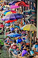 Vendors at the Damnoen Saduak Floating Market, Damnoen Saduak, Thailand