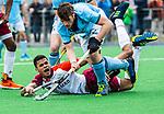 ALMERE - Hockey - Hoofdklasse competitie heren. ALMERE-HGC (0-1) . Daniel de Haan (Almere) met  Weigert Schut (HGC)  .    COPYRIGHT KOEN SUYK