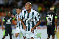 MEDELLIN - COLOMBIA - 29-08-2015: Alexis Henriquez jugador del Atletico Nacional celebra su gol contra la Equidad   durante partido  por la fecha 9 de la Liga Aguila II 2015 jugado en el estadio Atanasio Girardot. / Alexis Henriquez player of Atletico Nacional celebrates his goal against  of  La Equidad   during a match for the Ninth date of the Liga Aguila II 2015 played at Atanasio Girardot stadium in Medellin city. Photo: VizzorImage / Leon Mosalve  / Str.