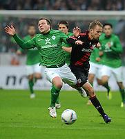 FUSSBALL   1. BUNDESLIGA   SAISON 2011/2012   19. SPIELTAG Werder Bremen - Bayer 04 Leverkusen                    28.01.2012 Philipp Bargfrede (li, Bremen) gegen Michal Kadlec (re, Leverkusen)
