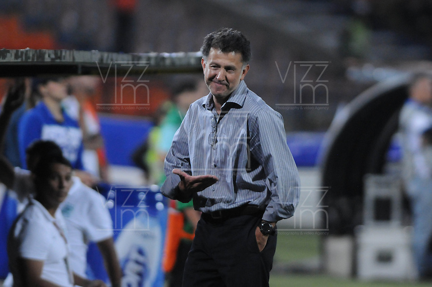 MEDELLIN -COLOMBIA-14-09-2013. Juan Carlos Osorio técnico de Nacional gesticula durante partido contra Medellin válido para la  fecha 9 de la Liga Postobón II 2013 jugado en el estadio Atanasio Girardot de la ciudad de Medellín./ Nacional coach Juan Carlos Osorio gestures during match against Medellin or the 9th date of the Postobon League II 2013 at Atanasio Girardot stadium in Medellin city. Photo: VizzorImage/Luis Ríos/STR
