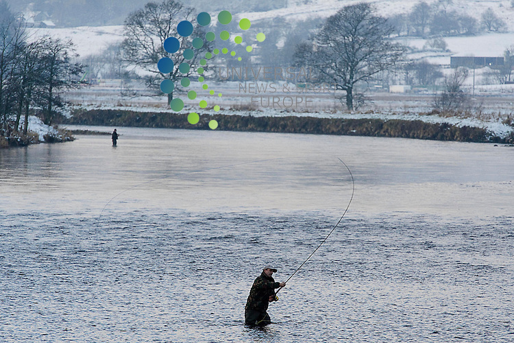 .Fishermen on the Tay salmon fishing on the opening day of the season, Kenmore, Scotland, 15th January, 2013  .Picture:Scott Taylor Universal News And Sport (Europe) .All pictures must be credited to www.universalnewsandsport.com. (Office)0844 884 51 22.