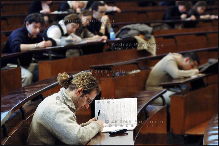 Italia, Milano, 23/01/06..Università Cattolica..© Andrea Pagliarulo/BuenaVistaphoto.Italy, Milan, 23/01/06..Cattolica university..© Andrea Pagliarulo/BuenaVistaphoto