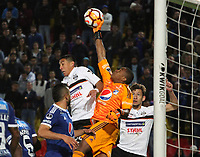 BOGOTÁ - COLOMBIA, 15-08-2018:Wuilker Farinez (Der.)  jugador de Millonarios de Colombia disputa el balón con Enzo Daniel Gimenez (Izq.) jugador del General Díaz del Paraguay durante partido por la segunda fase de la Copa Conmebol Sudamericana 2018 , jugado en el estadio Nemesio Camacho El Campín de la ciudad de Bogotá. / Wuilker Farinez (Der.) Player of Millonarios  of Colombia disputes the ball with Enzo Daniel Gimenez(Left) player of General Diaz of Paraguay during game for the second phase of the Copa Conmebol Sudamericana 2018, played in the stadium Nemesio Camacho El Campín of the city of Bogotá. Photo: VizzorImage / Felipe Caicedo / Staff.