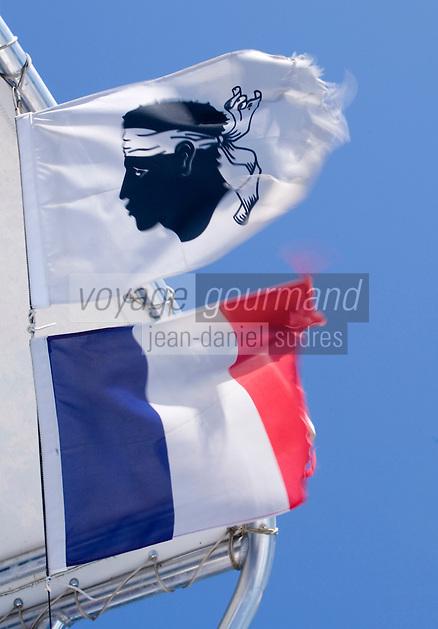 Europe/France/2A/Corse du Sud/ Murtoli:Détail des fanions du  bateau  de  Paul Canarelli sur son  Domaine de Murtoli dans la vallée de l'Ortolo  sur le Golfe de Roccapina-