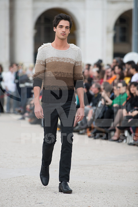 LISBOA, PORTUGAL, 08.03.2014 - LISBOA FASHION WEEK - NUNO GAMA - Modelo durante desfile da grife Nuno Gama no Lisboa Fashion Week no Terreiro do Paço em Lisboa capital de Portugal, nesse Domingo, 09. (Foto: Bruno Pereira / Brazil Photo Press).