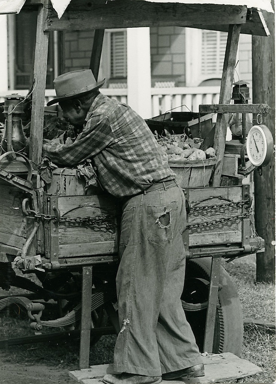 1966 October 17..Historical...Vegetable Cart on Cedar Street..Sam McKay.NEG# SLM66-8-3.NRHA# 4190..