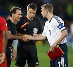 Darren Fletcher with referee Florian Meyer