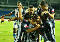 PEREIRA- COLOMBIA – 19-08-2014: Los jugadores de Emelec de Ecuador celebran el gol anotado a Las Aguilas Doradas de Colombia durante partido de ida de la primera fase, de la Copa Total Suramericana entre Aguilas Doradas de Colombia y Emelec de Ecuador en el estadio Hernan Ramirez Villegas, de la ciudad de Pereira. / The  players of Emelec of Ecuador, celebrate a goal scored to Aguilas Doradas of Colombia during a match for the first round of the first phase, between Aguilas Doradas of Colombia and Emelec of Ecuador of the Copa Total Suramericana in the Hernan Ramirez Villegas in Pereira city. Photos: VizzorImage / Str.