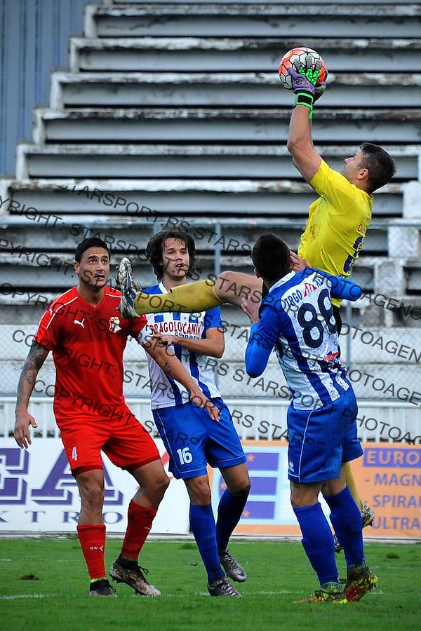 Fudbal Jelen Super League season 2016-2017<br /> Novi Pazar v Napredak (Krusevac)<br /> Golman Nikola Petrovic (D) hvata loptu<br /> Novi Pazar, 22. 10. 2016<br /> foto: Emir Sadovic/Starsportphoto &copy;