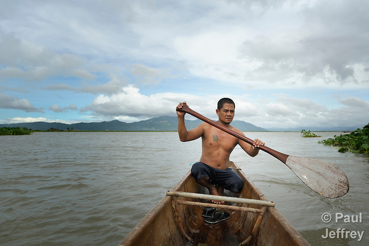 Jun Romero paddles his fishing boat near Santa Cruz, Laguna, in the Philippines. Residents here have been subjected to increased flooding from the Laguna de Bay in recent years, and with the help of the ACT Alliance are organizing to look for alternatives.