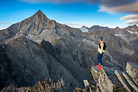 Trail running to the Wiwannihorn, a 3000 meter peak in Switzerland's Wallis region, climbing it and running out in the evening during fall colors. On the summit.