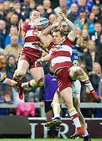 Picture by Allan McKenzie/SWpix.com - 13/04/2018 - Rugby League - Betfred Super League - Leeds Rhinos v Wigan Warriors - Headingley Carnegie Stadium, Leeds, England - Liam Marshall and Dan Sarginson go for the jump ball.