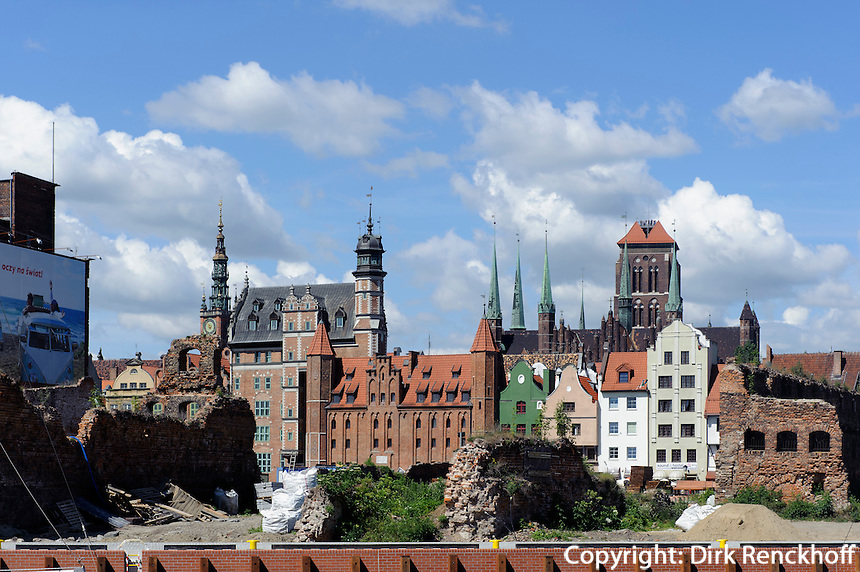 Blick von Speicherinsel auf Rechtstadtmit Rathaus, Frauentor und Marienkirche in Danzig (Gdansk), Woiwodschaft Pommern (Wojew&oacute;dztwo pomorskie), Polen, Europa<br /> Skyline of Gdansk, Poland, Europe