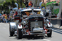 MEDELLIN-COLOMBIA, 6-08-2016. Desfile de carros antiguos durante las fiestas de La Feria de las  de las Flores  ./ Antique car parade during celebrations of Feria de Las Flores . Photo:VizzorImage / León Monsalve / Contribuidor