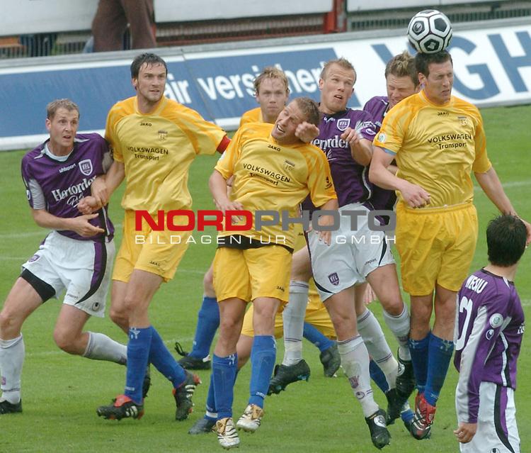 RLN 2005/2006 -37 . Spieltag - RŁckrunde<br />  VFL Osnabrueck vs.Kickers Emden<br /> <br /> im Strafraum v.l.Schanda,GlŲden,Martin Stahlberg,Dave de Jong<br /> <br /> <br /> <br /> Foto &copy; nordphoto <br /> <br /> <br /> <br />  *** Local Caption *** Foto ist honorarpflichtig! zzgl. gesetzl. MwSt.<br /> <br />  Belegexemplar erforderlich<br /> <br /> Adresse: nordphoto<br /> <br /> Georg-Reinke-Strasse 1<br /> <br /> 49377 Vechta