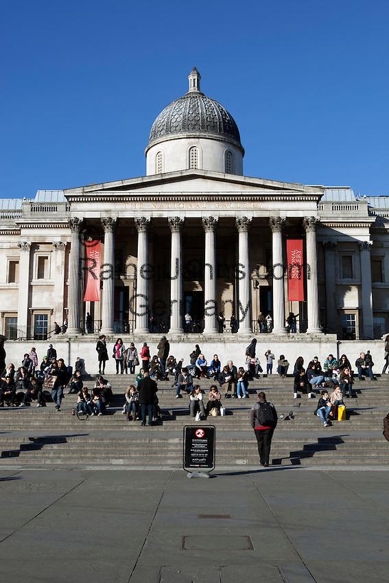 United Kingdom, London: The National Gallery in Trafalgar Square   Grossbritannien, England, London: Trafalgar Square mit der National Gallery