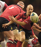 Cardiff, WALES.  Munster's, Peter Stringer, passes the ball out from the back of the scrum during the  2006 Heineken Cup Final,  at the  Millennium Stadium,  between  Biarritz Olympique and Munster Rugbyr,  20.05.2006. © Peter Spurrier/Intersport-images.com,  / Mobile +44 [0] 7973 819 551 / email images@intersport-images.com.   [Mandatory Credit, Peter Spurier/ Intersport Images].14.05.2006   [Mandatory Credit, Peter Spurier/ Intersport Images].