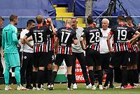 Trainer Adi Hütter (Eintracht Frankfurt) gibt Anweisungen während der Trinkpause an Eintracht Frankfurt<br /> - 27.06.2020: Fussball Bundesliga, Saison 19/20, Spieltag 34, Eintracht Frankfurt vs. SC Paderborn 07, emonline, emspor, Namen v.l.n.r. <br /> <br /> Foto: Marc Schueler/Sportpics.de/Pool <br /> Nur für journalistische Zwecke. Only for editorial use. (DFL/DFB REGULATIONS PROHIBIT ANY USE OF PHOTOGRAPHS as IMAGE SEQUENCES and/or QUASI-VIDEO)
