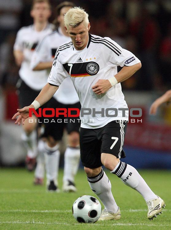 UEFA Euro 2008 Group B Klagenfurt - W&ouml;rthersee Match 04 Deutschland ( GER ) - Polen ( POL ) 2:0 (1:0). <br /> Bastian Schweinsteiger ( Germany / Mittelfeldspieler / Midfielder /  Bayern Muenchen #07 ) am Ball. Foto &copy; nph (  nordphoto  )