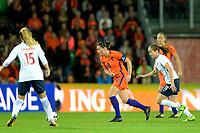 GRONINGEN -  Voetbal, Nederland - Noorwegen, Noordlease stadion, WK kwalificatie vrouwen, 24-10-2017,    Nederland speelster Sherida Spitse met Noorwegen speelster Guro Reiten