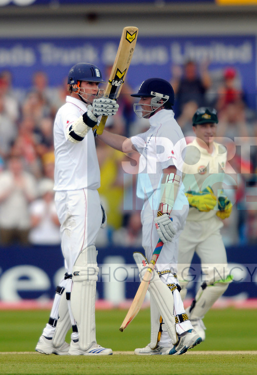 England's Stuart Broad (L) and Graeme Swann both reach half centuries to delay the Australian victory.
