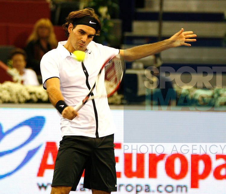 Roger Federer (SUI) in action against Juan Martin Del Potro(ARG) during their Q/Final match in the ATP Mutua Madrileña Masters Madrid on 17th Oct 2008.